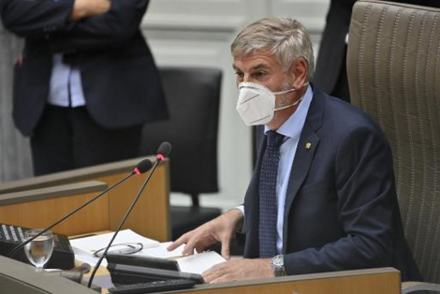 Filip Dewinter blijft op voorzittersstoel ondanks protest linkse partijen