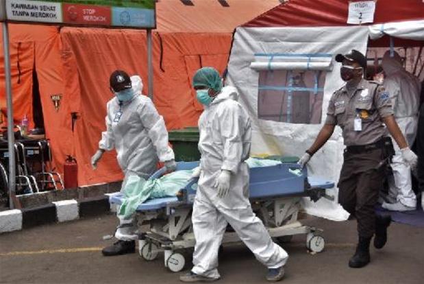 L'Indonésie prend des restrictions d'urgence, les hôpitaux proches du point de rupture