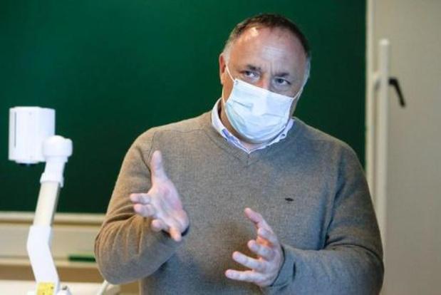 """Viroloog Van Ranst spreekt van """"lockdownachtige maatregelen"""""""
