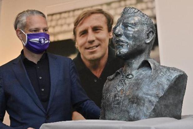 Beerschot onthult borstbeeld van Rik Coppens in Olympisch Stadion
