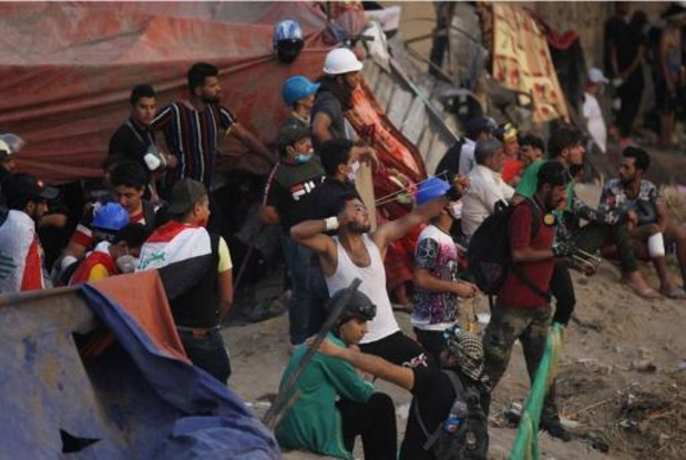 Protest Irak - Blokkades leggen land lam, premier roept op tot kalmte