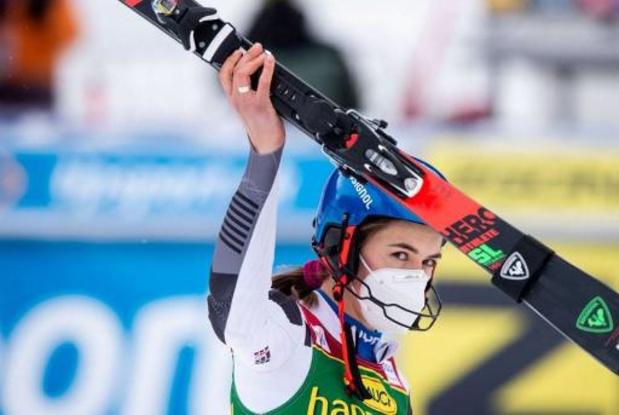 Petra Vlhova wint reuzenslalom in Jasna, Bassino pakt eindzege