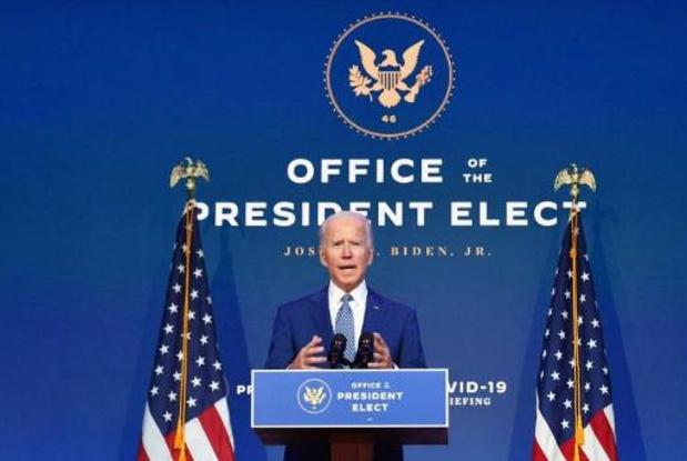 """Le port du masque """"n'est pas une posture politique"""", dit Biden"""