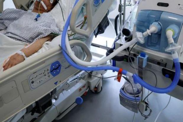 Le nombre de patients hospitalisés à nouveau sous la barre des 700