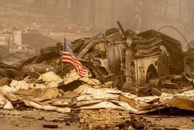 Honderden inwoners vlakbij Los Angeles bedreigd door nieuwe bosbrand