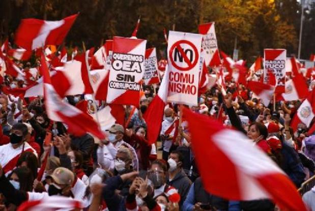 Pérou: l'autorité électorale reprend ses travaux, manifestations à Lima