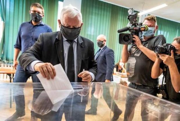 Pologne: la coalition gouvernementale, menacée d'effondrement, renouvelle son alliance