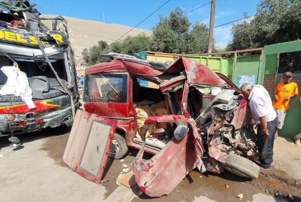 Pérou: 16 morts dont deux Allemands dans un accident de la route