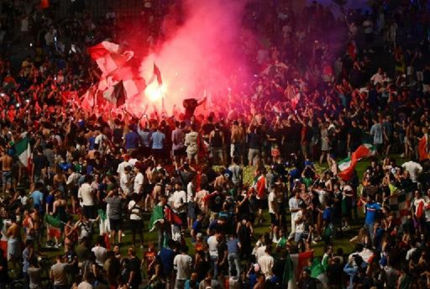 """Les """"tifosi"""" expriment leur joie dans les grandes villes d'Italie"""