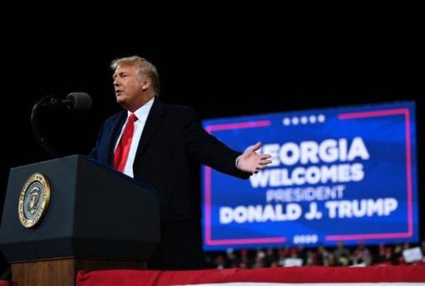 Amerikaanse presidentsverkiezingen - Trump herhaalt op eerste rally na nederlaag dat hij verkiezingen zal winnen
