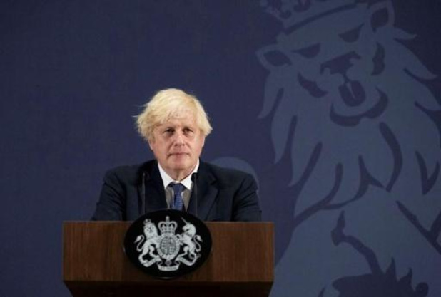 Boris Johnson toch in isolatie na ophef over plan om aan quarantaine te ontsnappen
