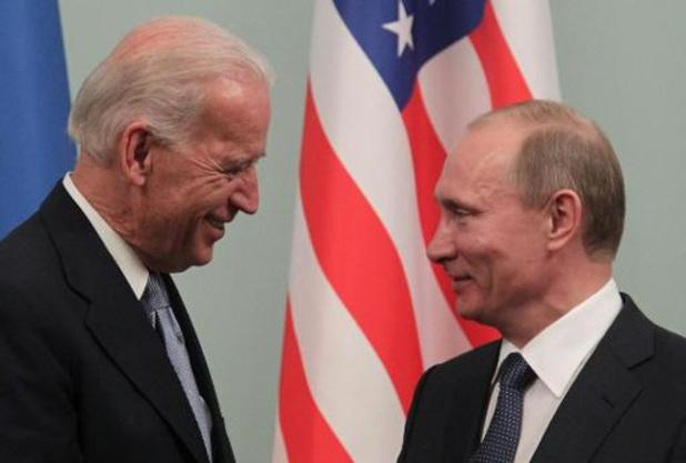 """Biden évoque avec Poutine """"l'empoisonnement"""" de Navalny lors de leur premier appel"""