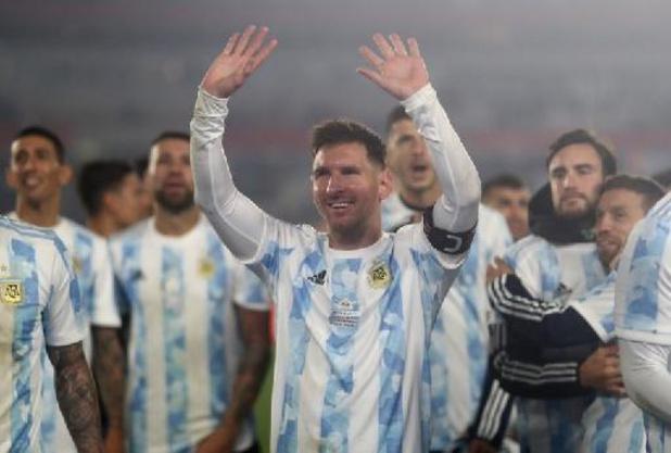 Messi loodst Argentinië met record langs Bolivia, Brazilië verslaat Peru