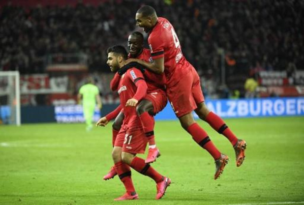 Belgen in het buitenland - Dortmund laat voorlopige leidersplaats liggen na nederlaag in spannende topper