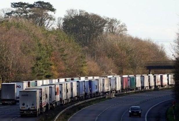 Ruim 15.000 wachtende truckers in Dover getest