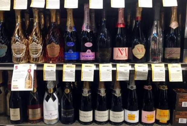 VS schorten strafheffingen op Franse champagne, handtassen en make-up op
