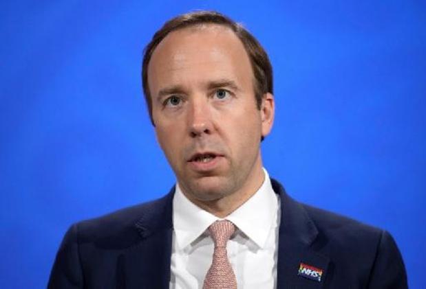 Coronavirus - Le ministre britannique de la Santé démissionne pour non-respect des règles sanitaires