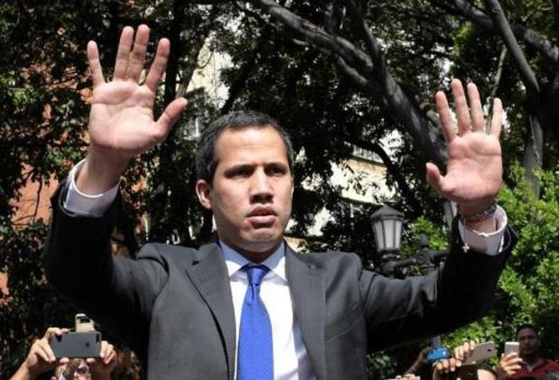 Juan Guaido s'installe au perchoir du Parlement vénézuélien