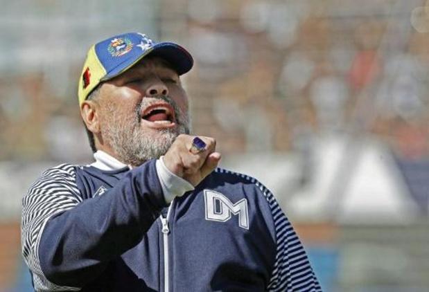 Diego Maradona restera plusieurs jours à l'hôpital à la suite de son opération