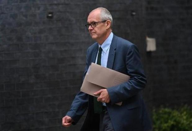 """Le Royaume-Uni doit """"changer de cap"""", avertissent les autorités sanitaires"""