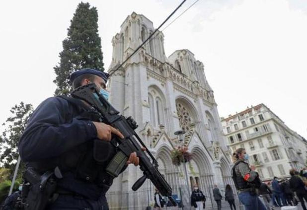 La France sous le choc au lendemain de l'attentat jihadiste de Nice, un homme interpellé
