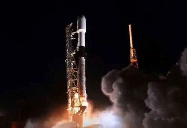 SpaceX lanceert succesvol zestig telecomsatellieten tegelijk