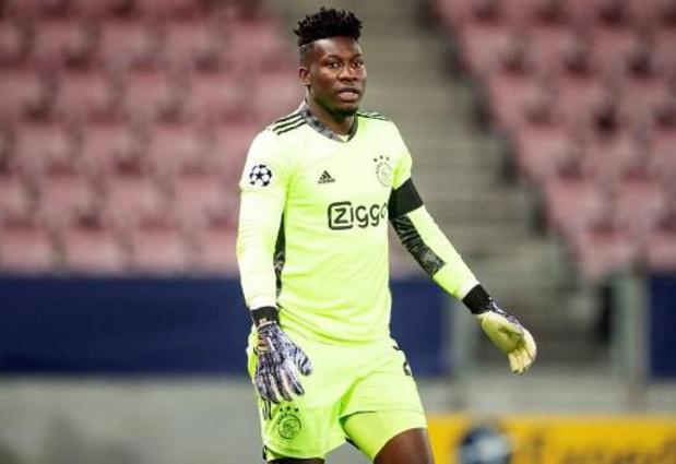 Ajax-doelman Onana wordt jaar geschorst vanwege dopingovertreding