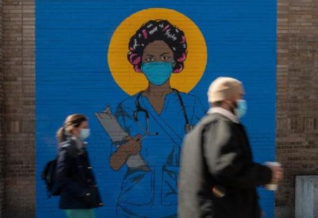 Duizenden zorgmedewerkers in New York vlak voor deadline ingeënt met coronavaccin