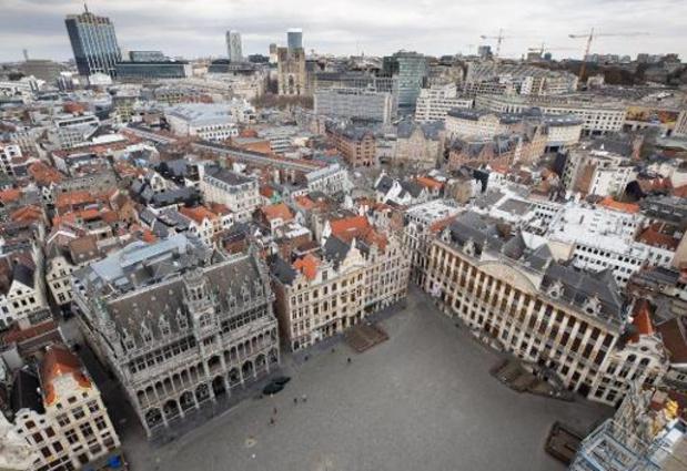 Brusselse Grote Markt bekleed met koksvesten voor horecaprotest