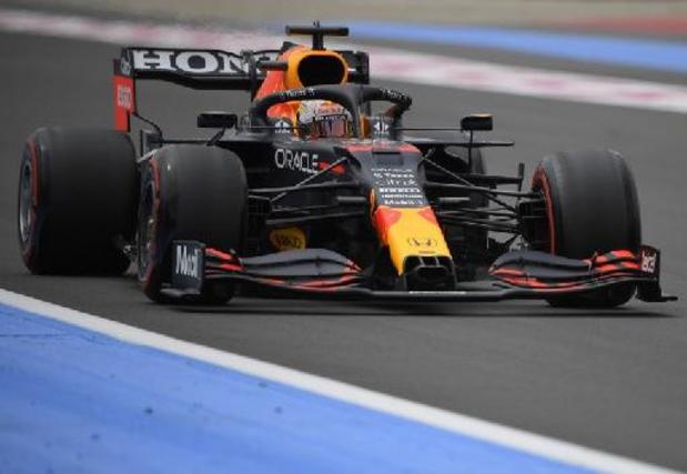 Max Verstappen en pole position devant Lewis Hamilton