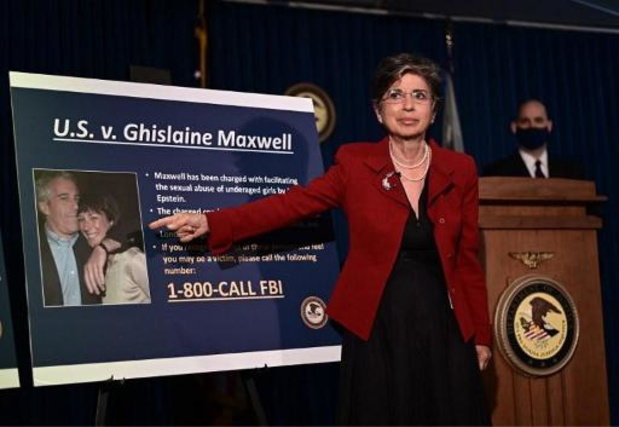 """""""Eindelijk staat Ghislaine Maxwell terecht"""""""