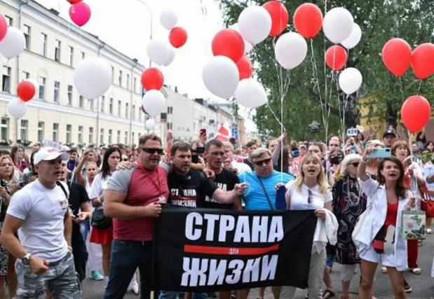 Bélarus: l'opposition devant un centre de détention pour le 10e jour de protestation