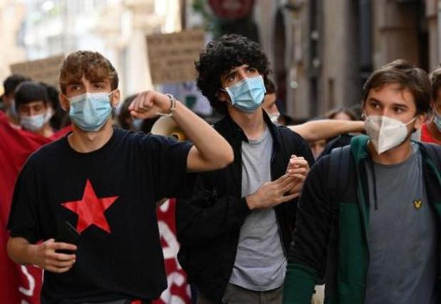 Vooral jongeren tussen 18 en 24 jaar raken momenteel besmet met coronavirus
