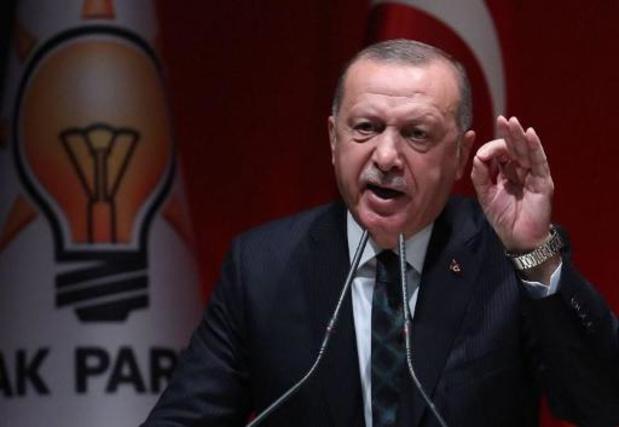"""La Turquie """"ne stoppera pas"""" son opération en Syrie, malgré les """"menaces"""", affirme Erdogan"""