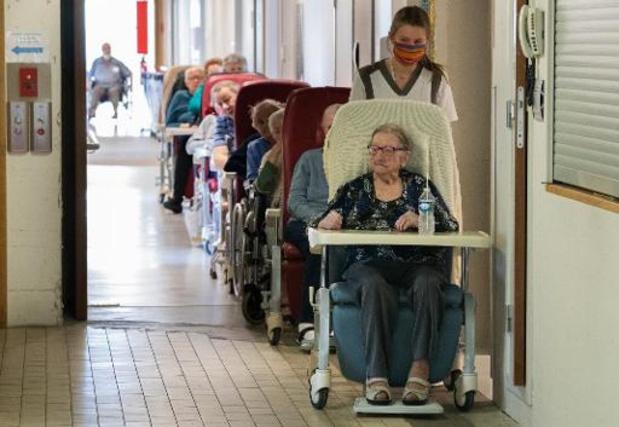 Le personnel des maisons de repos de Wallonie subira un test salivaire hebdomadaire