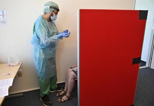 Un médecin assigne l'Etat belge pour obliger les tests de dépistage aux aéroports