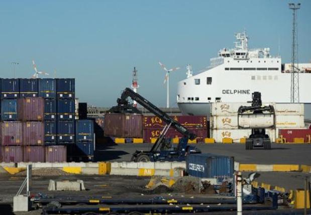Olietankerligt stil voor kust Zeebrugge na corona-uitbraak