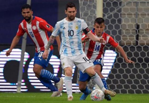 Argentinië en nieuwe recordinternational Messi gaan naar de kwartfinales