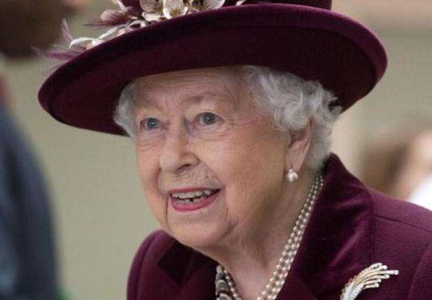 """La reine parle de """"dévouement désintéressé"""" avant l'interview de Harry et Meghan"""