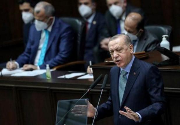 """Turquie: quatre journalistes de Charlie Hebdo inculpés pour """"insulte"""" à Erdogan"""