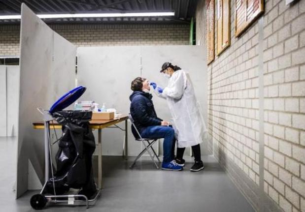 Aantal positieve coronatests weer boven de 1.000 in Nederland