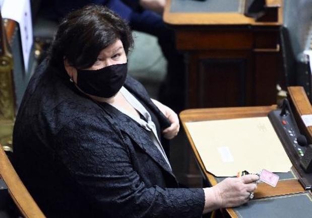 """Destruction du stock de masques: Maggie De Block reconnaît """"une erreur"""""""