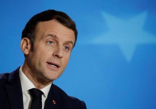 Macron maant Fransen tot voorzichtigheid aan met Kerstmis, opening Eiffeltoren uitgesteld