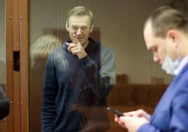 L'opposant russe Navalny, en grève de la faim, perd la sensation aux mains