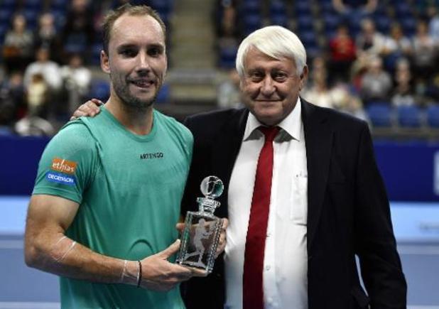 Steve Darcis reçoit un trophée pour l'ensemble de sa carrière
