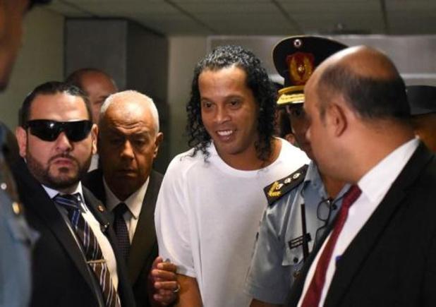 Ronaldinho en zijn broer zijn toch gearresteerd in Paraguay