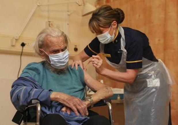 Plus de 1,3 million de personnes vaccinées contre le Covid-19 au Royaume-Uni