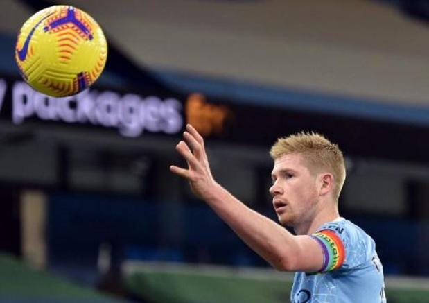 Belgen in het buitenland - Kevin De Bruyne schenkt Manchester City met doelpunt en assist 2-0 zege tegen Fulham