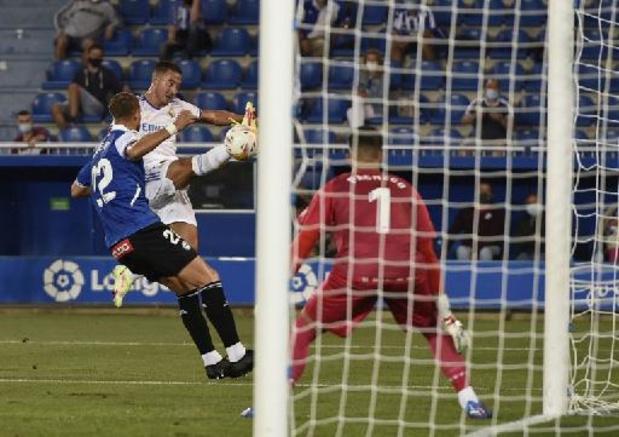 Belgen in het buitenland - Courtois en Hazard winnen met Real opener ruim bij Alavés