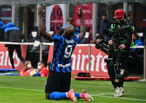 Inter droogt AC Milan af en komt steviger aan kop, Lukaku wint pleit van Ibrahimovic